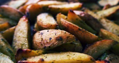 Potatoes with basil and garlic